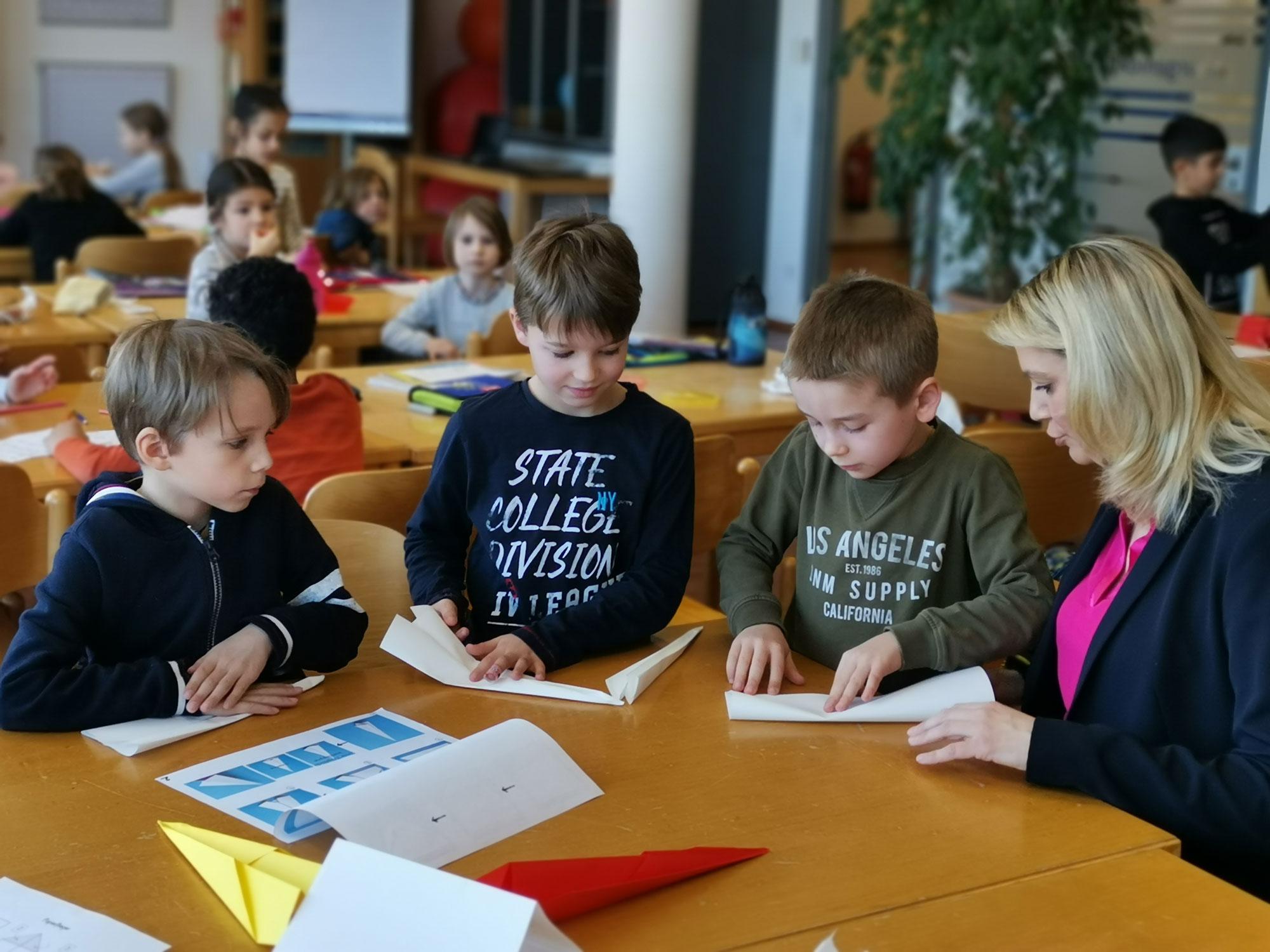 LRin Daniela Winkler bei einem Schulbesuch einer Volksschule 2019